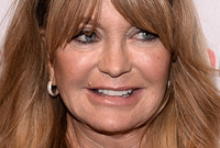 Goldie-hawn-long-hairstyles-for-older-women-side